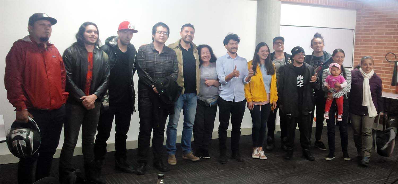 Grupo de personas que asistieron a la conferencia